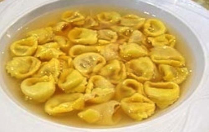 Spinach Tortellini En Brodo Recipe — Dishmaps